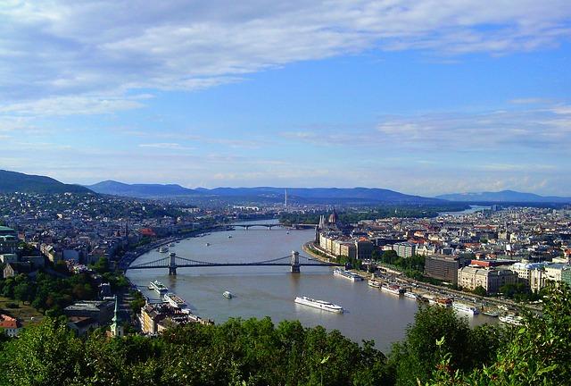"""מה הם היתרונות בהשקעה בשוק הנדל""""ן בהונגריה?"""